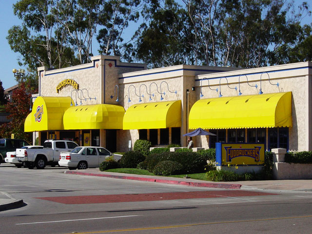 fudruckers-awnings