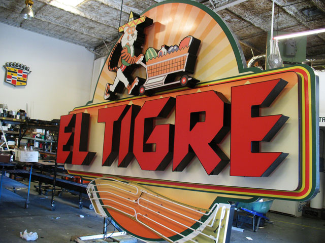 El Tigre Cabinet Sign
